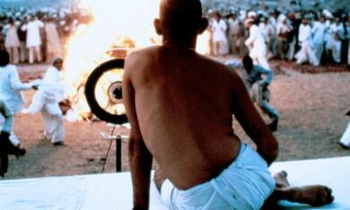 Gandhi mit Ben Kingsley - Bild 2