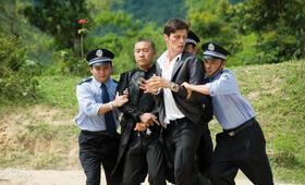 Li (Wang Xin Jun) und Munroe (Stipe Erceg) werden verhaftet. - Bild 36