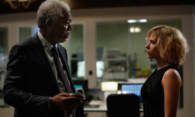 Lucy mit Scarlett Johansson und Morgan Freeman - Bild 7