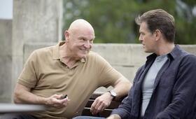 The November Man mit Pierce Brosnan und Bill Smitrovich - Bild 1