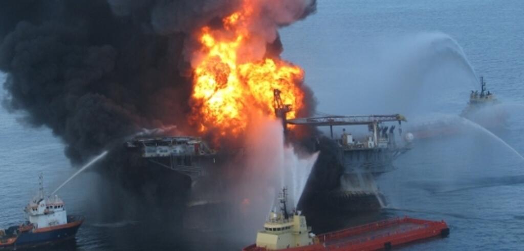 Die Deepwater Horizon in Brand