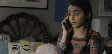 Salena Qureshi als Bean
