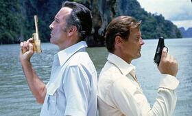 James Bond 007 - Der Mann mit dem goldenen Colt mit Christopher Lee und Roger Moore - Bild 3