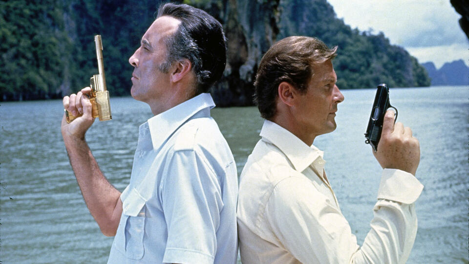 James Bond 007 - Der Mann mit dem goldenen Colt mit Christopher Lee und Roger Moore