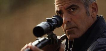 Bild zu:  George Clooney in The American