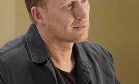 Grey's Anatomy - Staffel 16, Grey's Anatomy - Staffel 16 Episode 1 mit Kevin McKidd - Bild 3