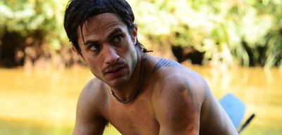 Gael García Bernal in El Ardor - Der Krieger aus dem Regenwald