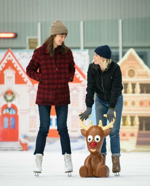 Happiest Season mit Kristen Stewart und Mackenzie Davis