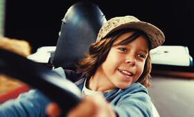 Patrick (Bruno Schubert) bereitet das Auto-Scooter fahren sichtlich viel Freude. - Bild 29