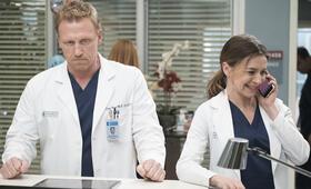 Grey's Anatomy - Die jungen Ärzte - Staffel 14, Grey's Anatomy - Die jungen Ärzte - Staffel 14 Episode 18 mit Kevin McKidd und Caterina Scorsone - Bild 27