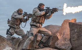 Operation: 12 Strong mit Chris Hemsworth und Geoff Stults - Bild 1