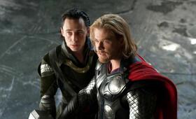 Thor mit Tom Hiddleston und Chris Hemsworth - Bild 18