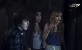Keep Watching mit Chandler Riggs, Natalie Martinez und Bella Thorne - Bild 1