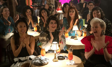 GLOW, GLOW - Staffel 3 mit Ellen Wong, Sunita Mani, Kate Nash, Kimmy Gatewood, Shakira Barrera, Rebekka Johnson, Britney Young und Marianna Palka - Bild 6