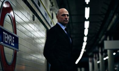 Temple, Temple - Staffel 1 mit Mark Strong - Bild 1