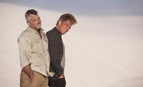 Männer, die auf Ziegen starren mit Ewan McGregor und George Clooney - Bild 38