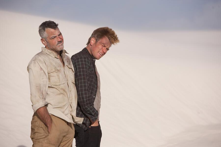 Männer, die auf Ziegen starren mit Ewan McGregor und George Clooney