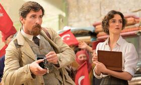 The Promise mit Christian Bale und Charlotte Le Bon - Bild 2