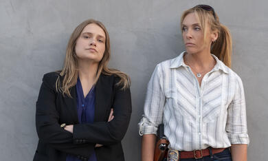 Unbelievable, Unbelievable - Staffel 1 mit Toni Collette und Merritt Wever - Bild 2