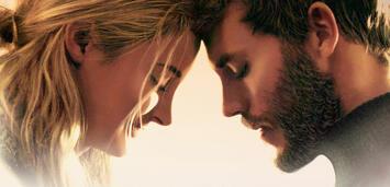 Bild zu:  Das junge Paar und das Meer