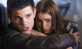 Atemlos - Gefährliche Wahrheit mit Taylor Lautner und Lily Collins - Bild 15
