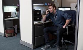 Paranoia - Riskantes Spiel mit Liam Hemsworth - Bild 3
