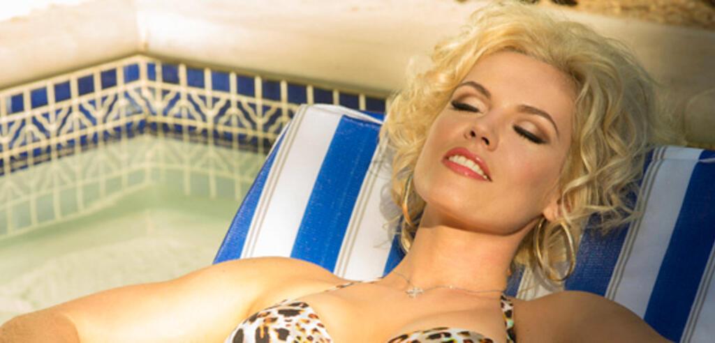 Agnes Bruckner als Anna Nicole Smith