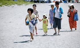 Shoplifters - Familienbande mit Sakura Ando, Kirin Kiki, Lily Franky, Miyu Sasaki, Jyo  Kairi und Mayu Matsuoka - Bild 2
