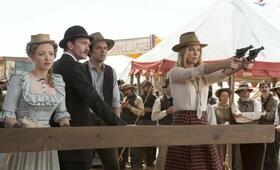A Million Ways to Die in the West mit Neil Patrick Harris, Charlize Theron, Amanda Seyfried und Seth MacFarlane - Bild 3