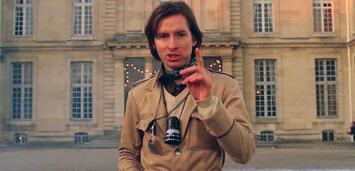 Bild zu:  Wes Anderson am Set von Grand Budapest Hotel