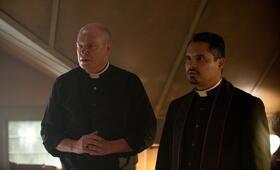 The Vatican Tapes mit Michael Peña - Bild 13