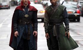 Doctor Strange mit Benedict Cumberbatch und Chiwetel Ejiofor - Bild 111