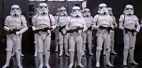 Bild zu:  Star Wars-Stormtrooper in Reih und Glied