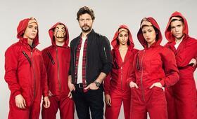 Haus des Geldes - Staffel 3 mit Miguel Herrán, Álvaro Morte, Alba Flores, Jaime Lorente und Úrsula Corberó - Bild 8