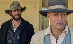 The Duel mit Woody Harrelson und Liam Hemsworth - Bild 56