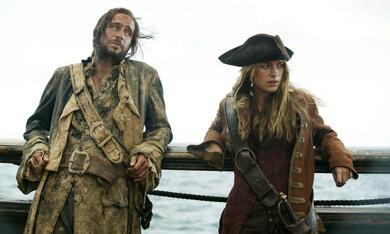 Pirates of the Caribbean - Fluch der Karibik 2 mit Keira Knightley und Jack Davenport - Bild 7