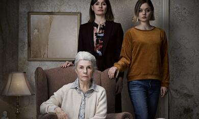 Relic mit Emily Mortimer, Bella Heathcote und Robyn Nevin - Bild 2