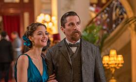 The Promise mit Christian Bale und Charlotte Le Bon - Bild 7