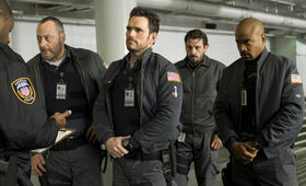 Armored mit Jean Reno, Matt Dillon und Columbus Short - Bild 49