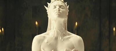 Als wäre sie einem Beauty-Spot entsprungen: Charlize Theron in Snow White and the Huntsman
