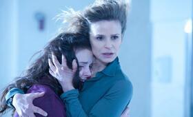 Possession - Das Dunkle in dir mit Kyra Sedgwick und Madison Davenport - Bild 2