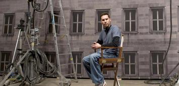 Bild zu:  Regisseur Bryan Singer am Set zu Operation Walküre