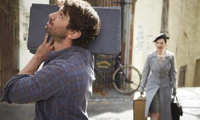 Deine Juliet mit Lily James und Michiel Huisman - Bild 4