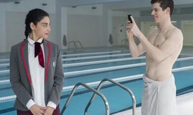 Elite, Elite - Staffel 1 mit Mina El Hammani und Miguel Bernardeau - Bild 10