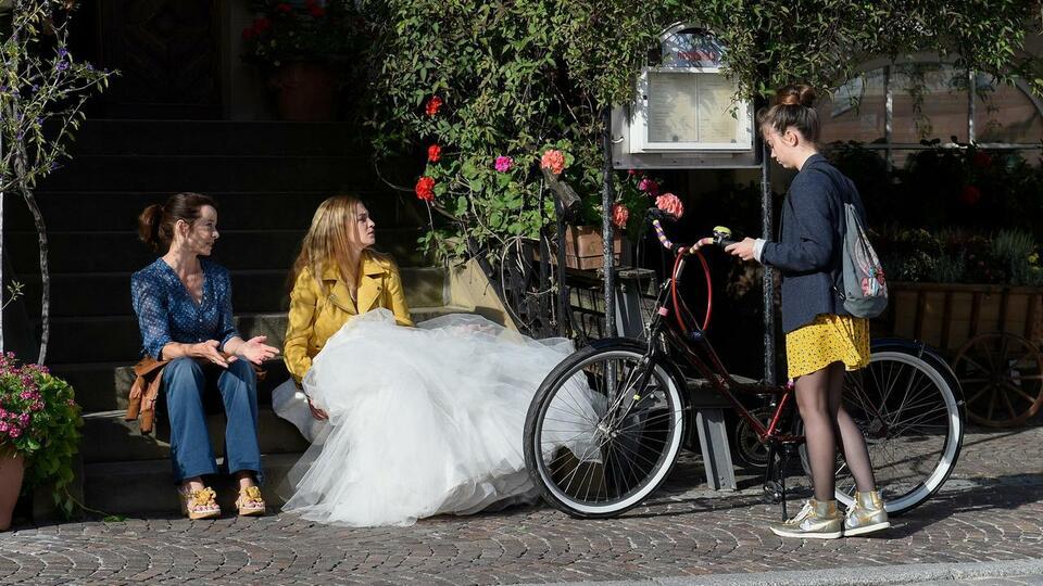 Eine Hochzeit platzt selten allein mit Inka Friedrich, Ella Lee und Teresa Klamert