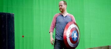 Joss Whedon am Set von Marvel's Avengers