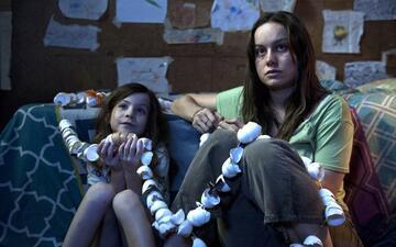 Brie Larson und Jacob Tremblay in Raum