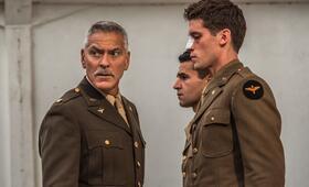 Catch-22, Catch-22 - Staffel 1 mit George Clooney und Christopher Abbott - Bild 1