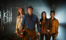Staffel 2 mit Bruce Campbell, Lucy Lawless und Jill Marie Jones - Bild 1