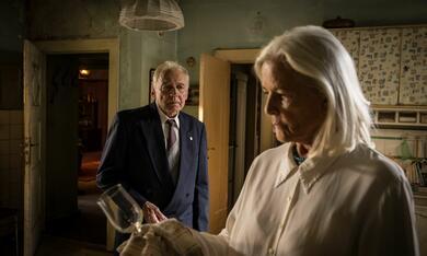 In Zeiten des abnehmenden Lichts mit Bruno Ganz und Hildegard Schmahl - Bild 10